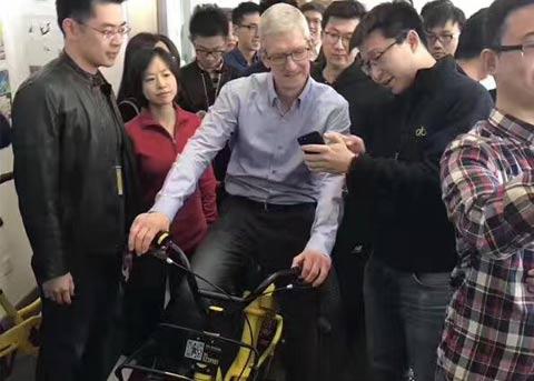 苹果CEO库克花样多, 上次坐滴滴这次骑ofo