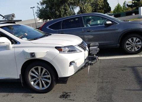 苹果的自动驾驶测试车首起事故:被追尾了