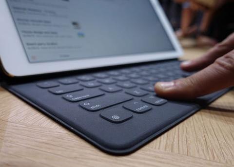 下一代iPad Pro智能键盘亮相:有专用分享、Emoji按键