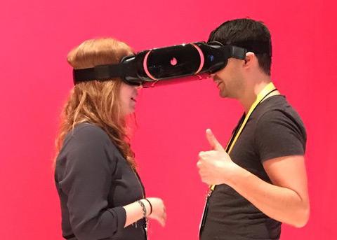CES 2017奇葩新品:用VR约会是怎样的体验?