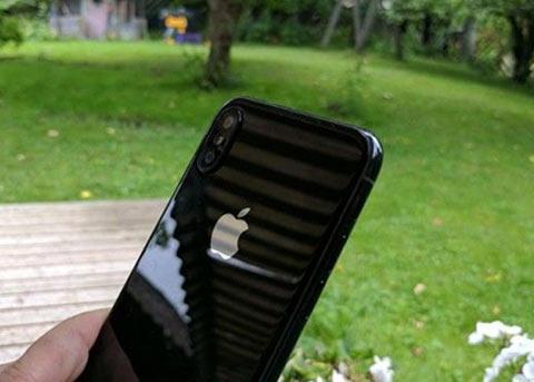 iPhone8原型机曝光 来看看它与iPhone7的对比图