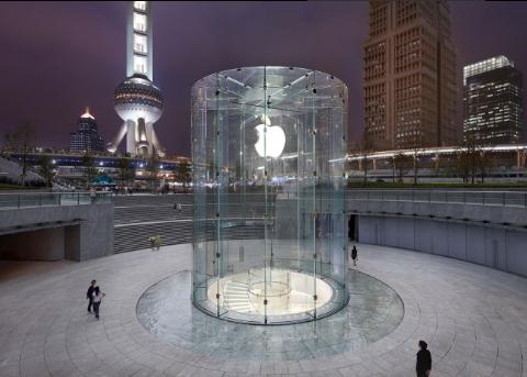 上海陆家嘴被砸苹果店恢复营业 网友:还好砸的是Mac不是玻璃