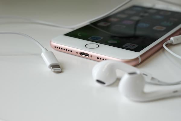 苹果的一线曙光:iPhone用户愿意为更多功能买单