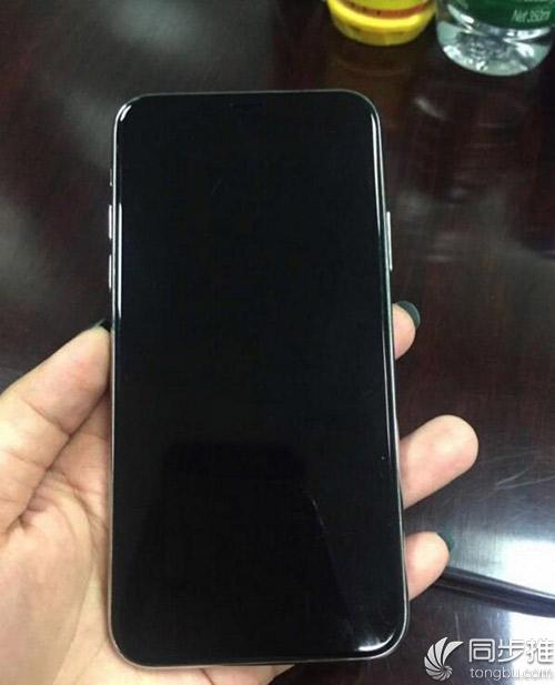 疑似iPhone8真机谍照曝光:静音键歪的?