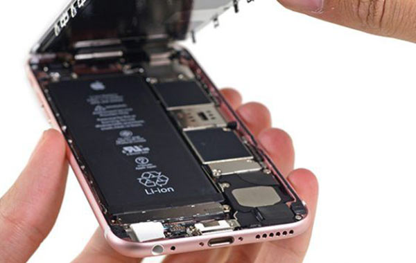 iPhone更换电池热潮 苹果正不断增派人手应对