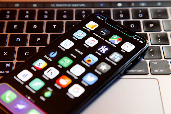 现在还不是iPhone全面转向OLED屏的时候