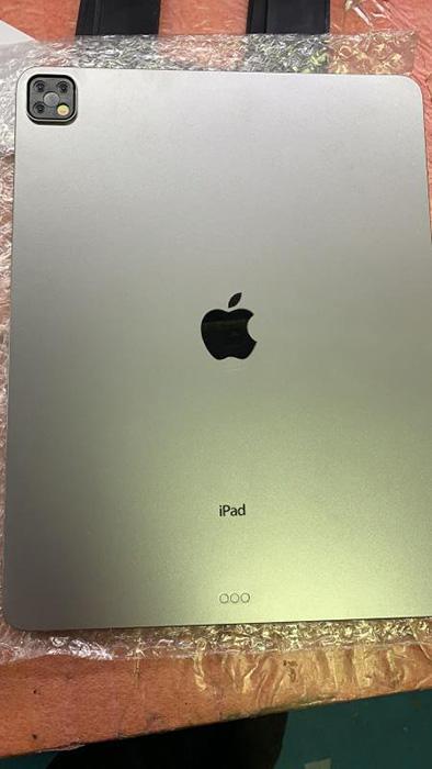 超大号iPhone 11 Pro Max?带浴霸三摄的iPad Pro实物模型曝光