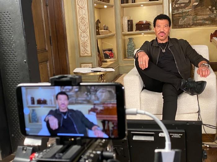 美国偶像剩余剧集将使用iPhone 11 Pro在家拍摄