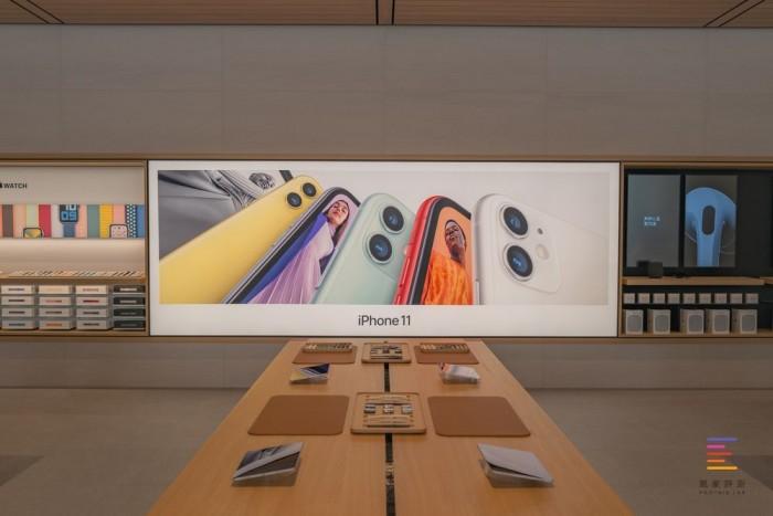 苹果三里屯新店开业 店面扩大一倍多设计融合北京特色