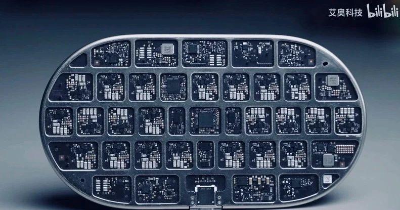 AirPower原型机实物拆解:内部设计结构复杂,多达22个线圈