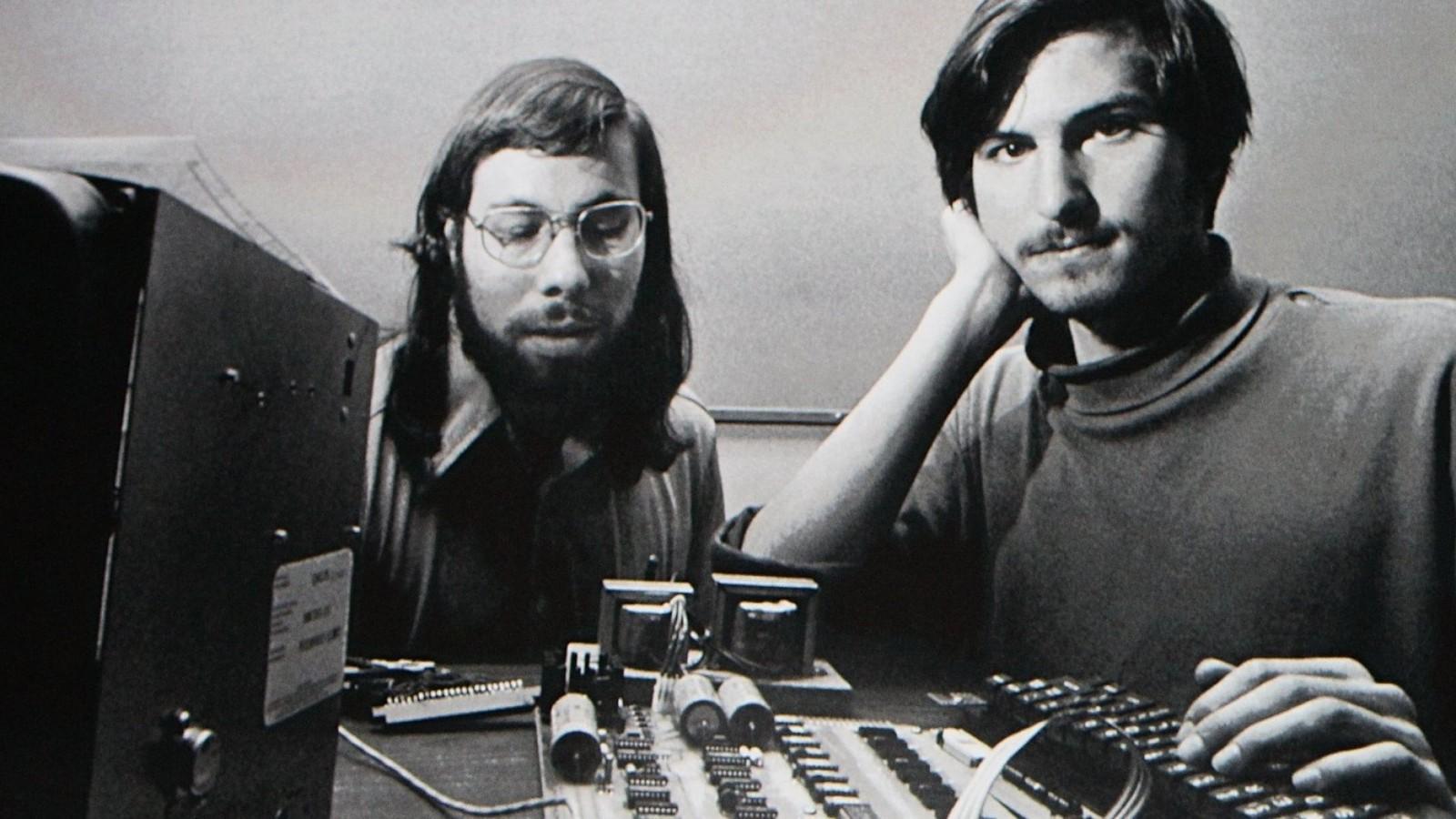 苹果公司创立 45 周年,Cook 内部信中再次追忆乔布斯