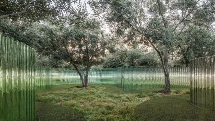 """Apple Park将设""""海市蜃楼""""艺术品:400多根玻璃圆柱组成"""