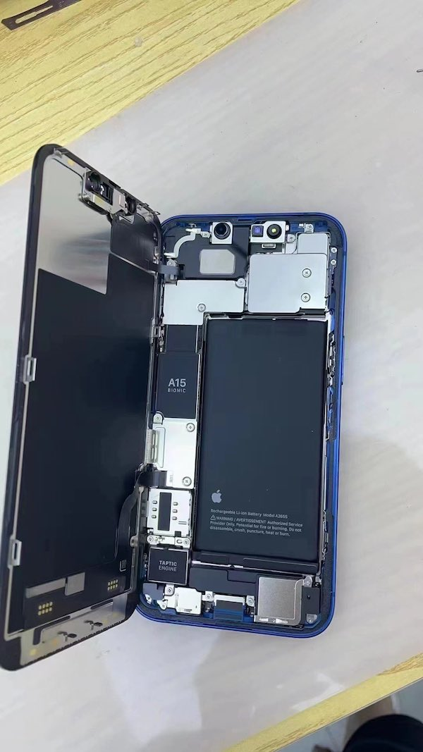 iPhone 13拆机照首度亮相 改进TrueDepth系统、Taptic引擎和更大的电池