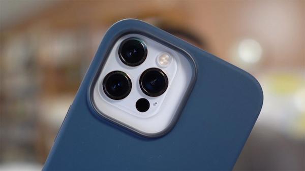 苹果官方保护壳显示,iPhone 13 Pro 后置相机模块体积大大增加