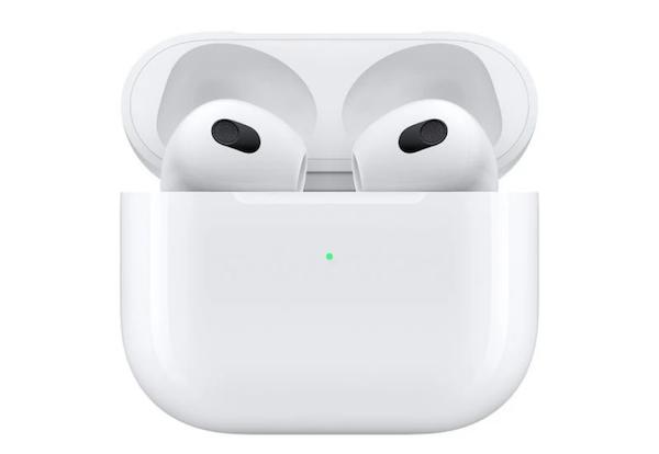 苹果 AirPods 3 无线耳机和抛光布开始向首批客户发货